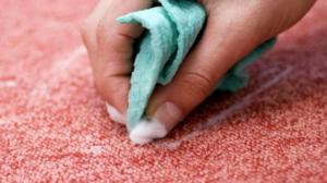 Для ткани попробуйте смесь крахмала с водой