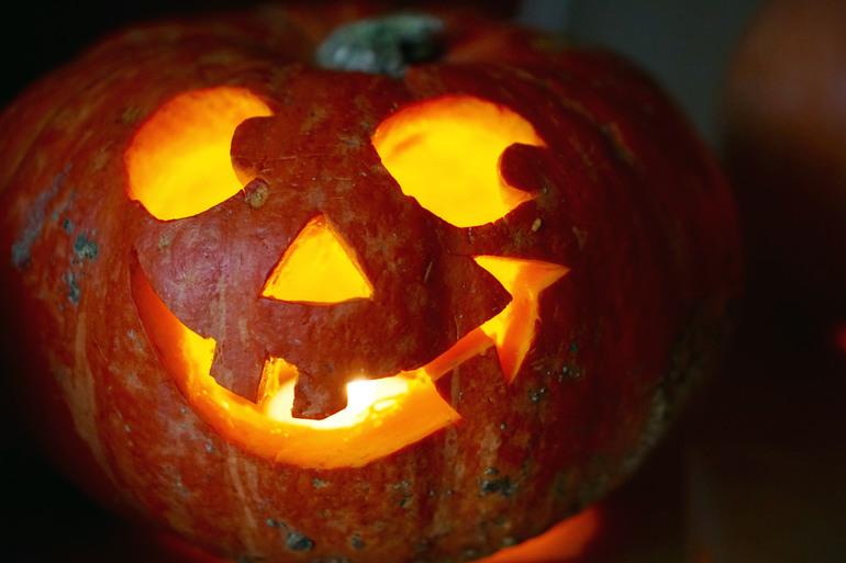 osnovnoy_simvol_hellouina Как вырезать тыкву на Хэллоуин: изготовление фонаря из бумаги, красивое оформление головы Джека