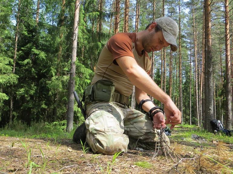 одной выжить в лесу фото художній