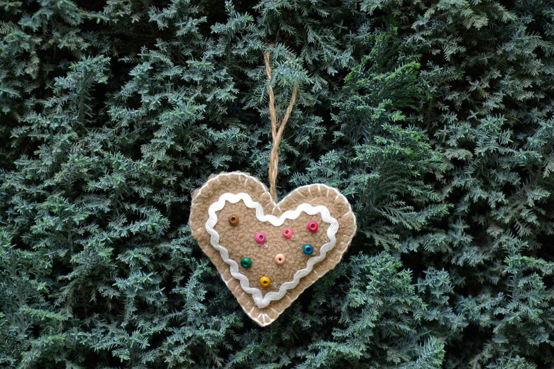 Ёлочная игрушка в форме сердца