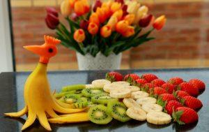 Как сделать кулинарные украшения из фруктов и овощей?