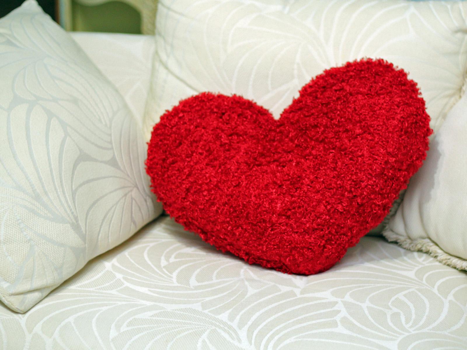 Как сделать подушку в виде сердца своими руками?