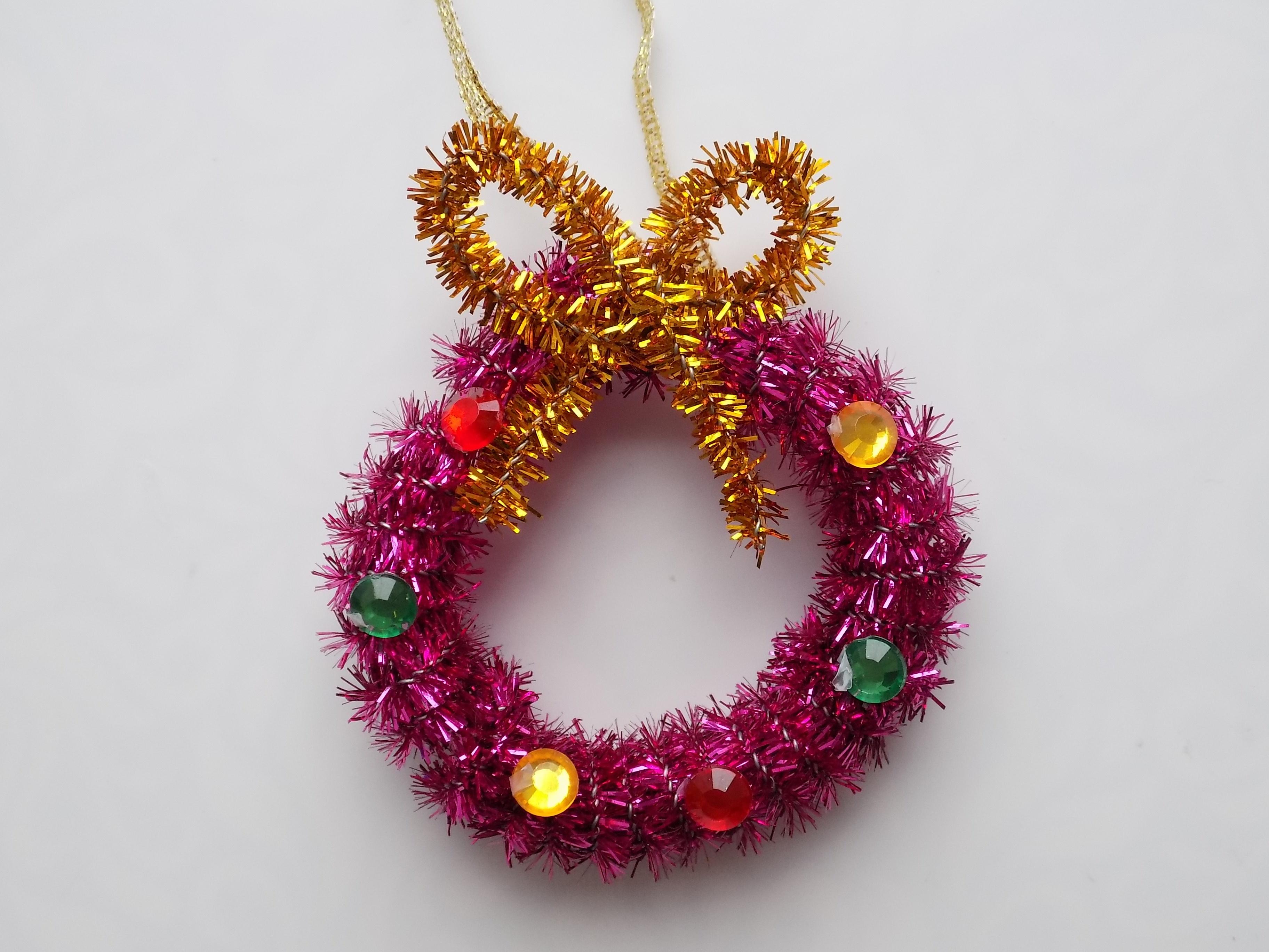 Как сделать новогоднее украшение из синельной проволоки?