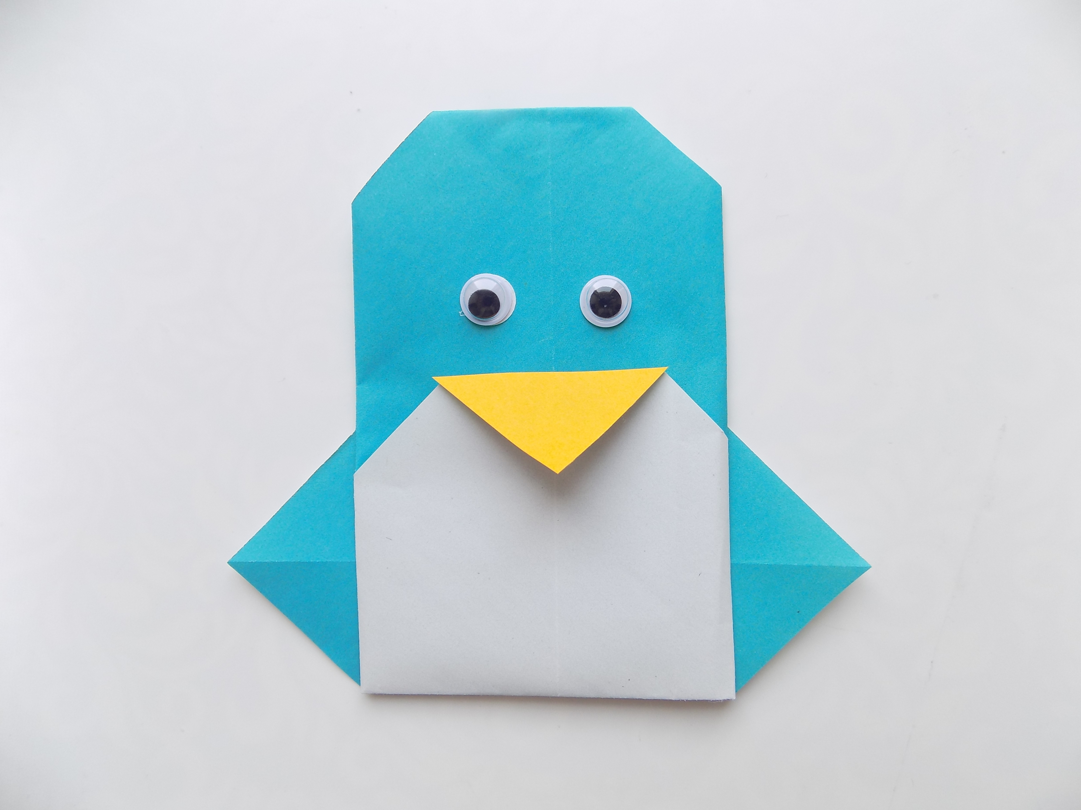 Простые поделки с детьми. Пингвин из бумаги