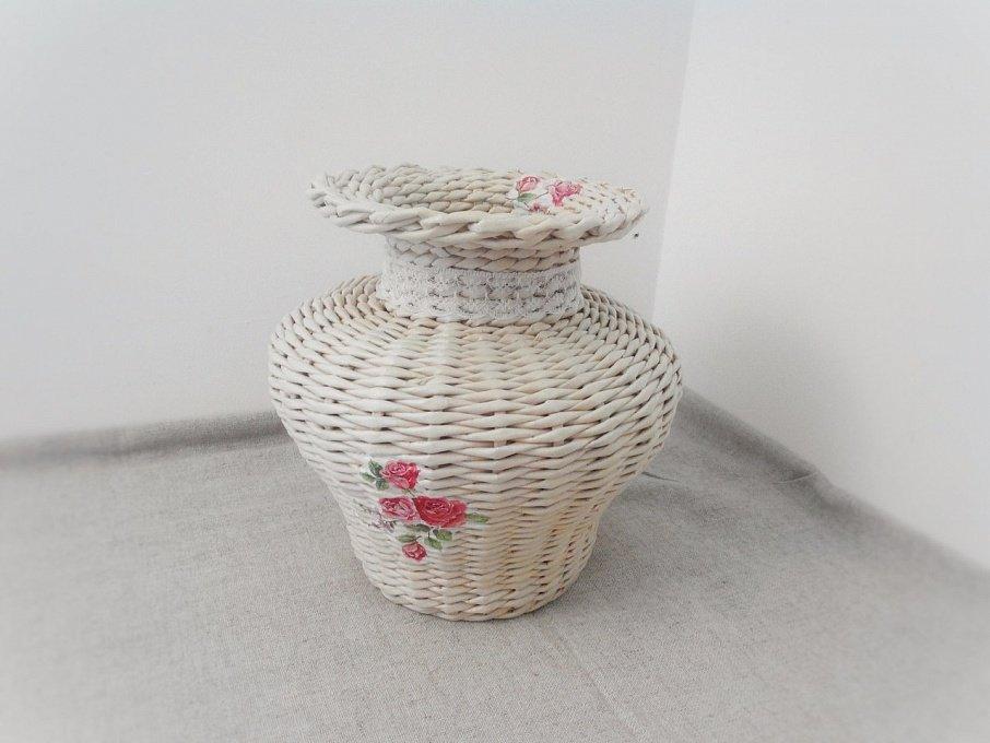 Как сделать вазу из газетных трубочек?
