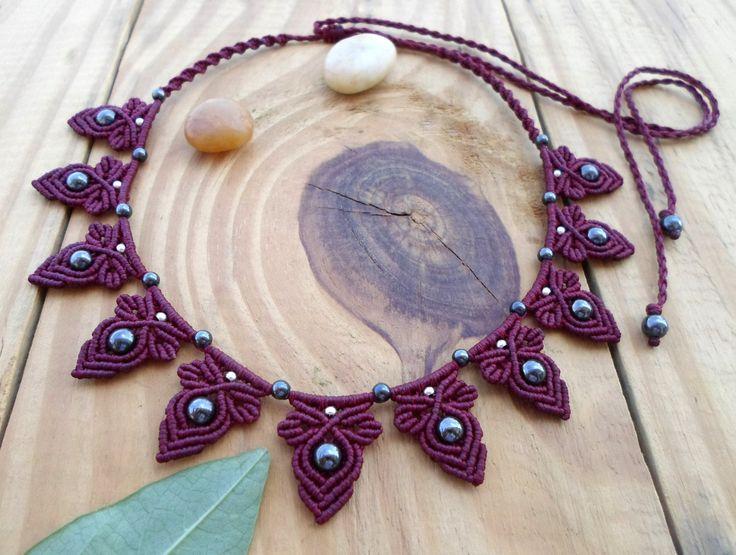 Плетеное ожерелье в технике макраме