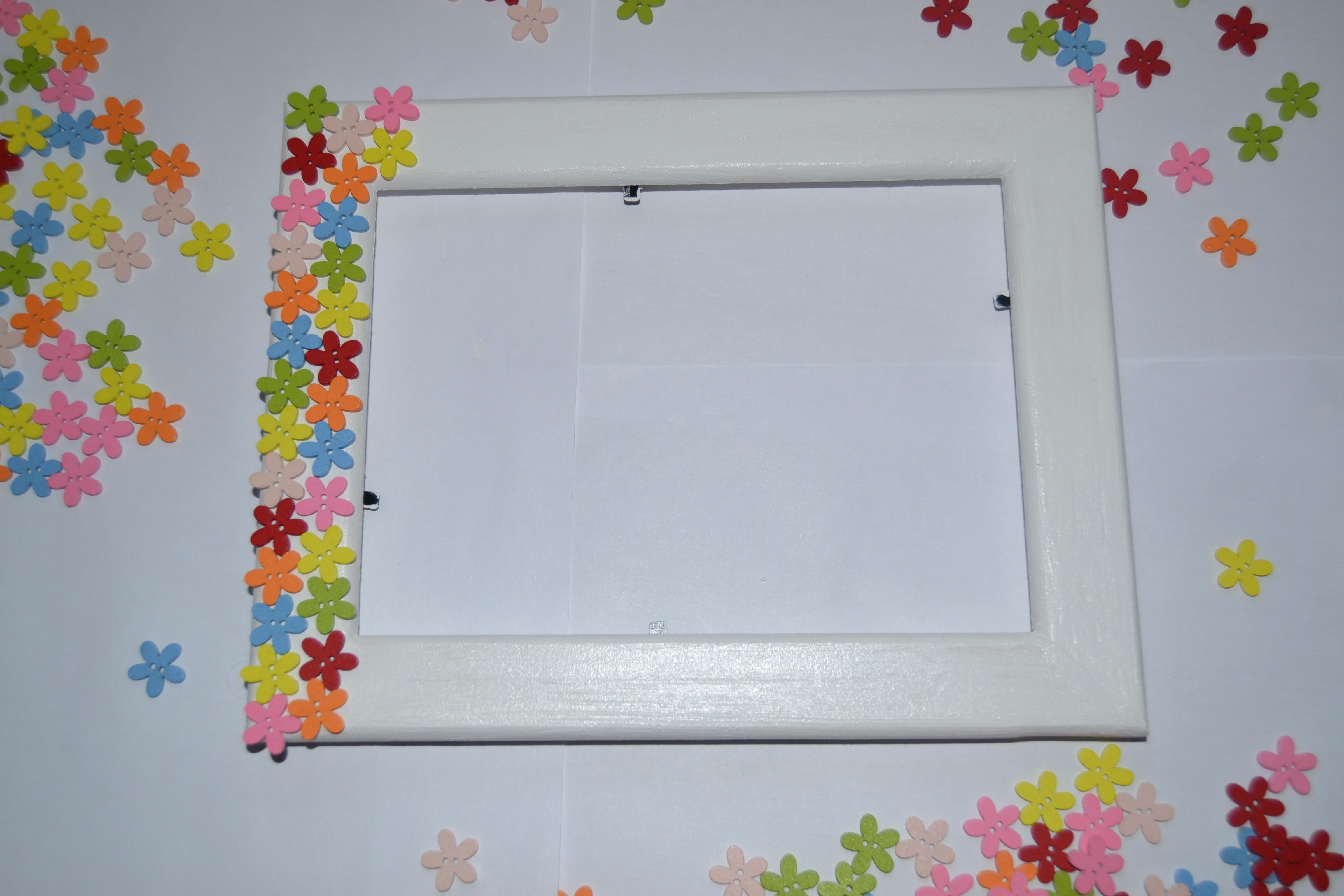 пластиковых рамки для картинок своими руками из подручных материалов быть