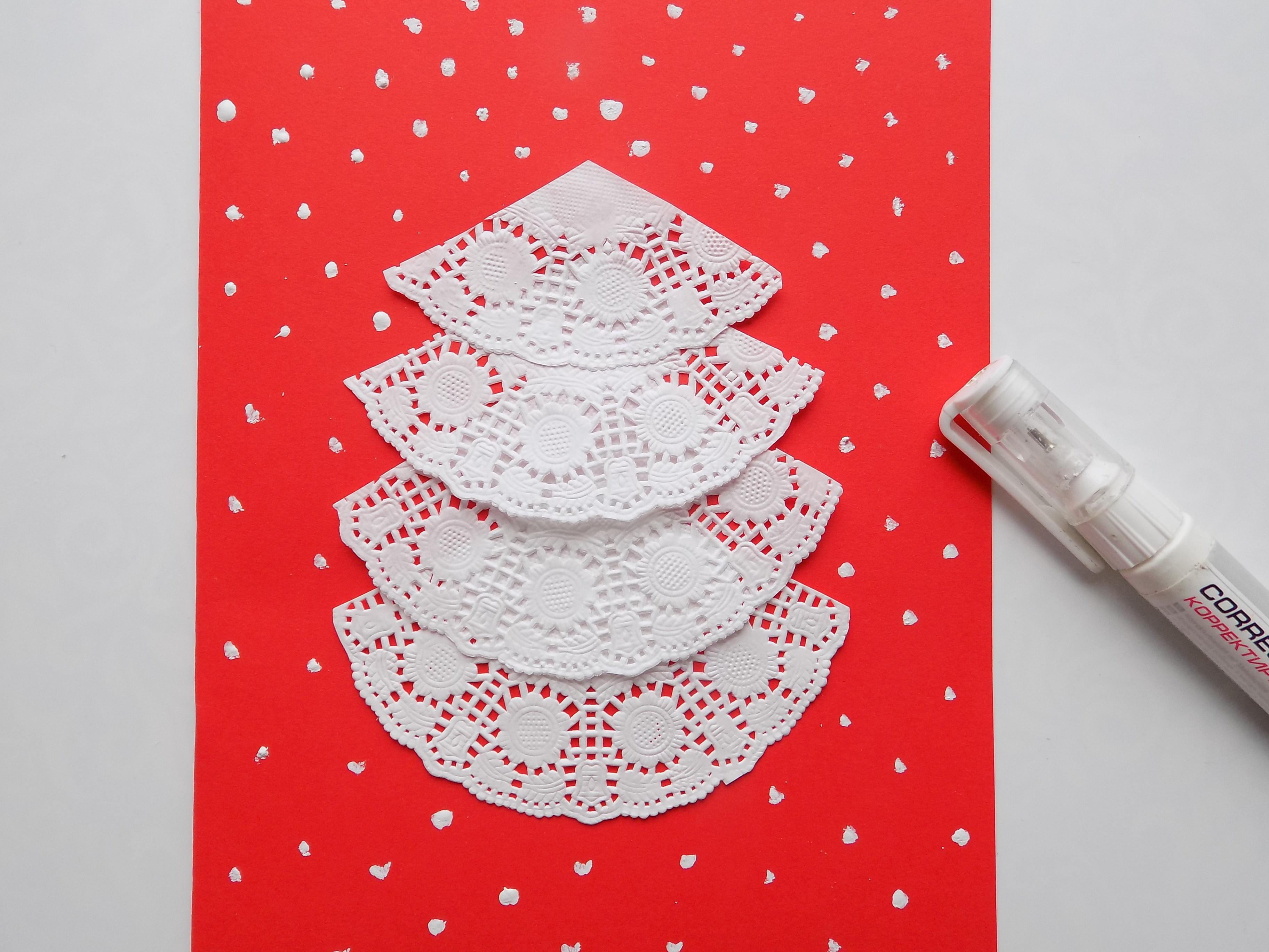 Как сделать открытку с елочкой из ажурных салфеток?