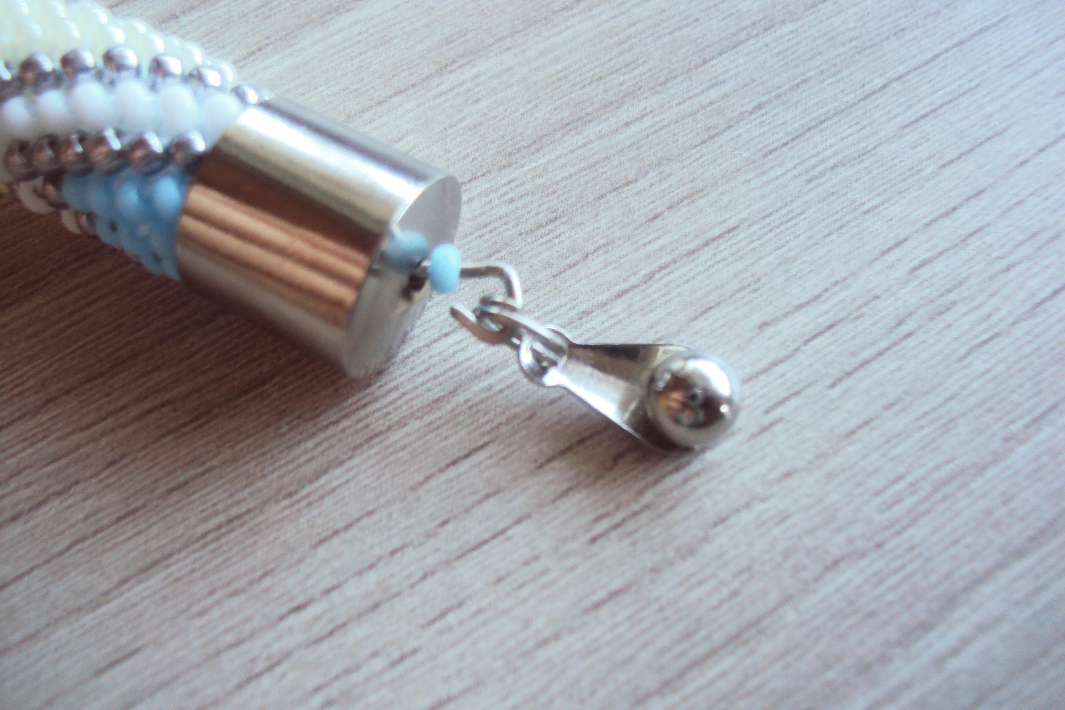 Что нужно знать при оформлении жгута из бисера пиновыми концевиками?