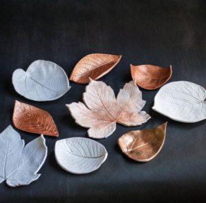 Красиво и просто: чаши из глины и листьев
