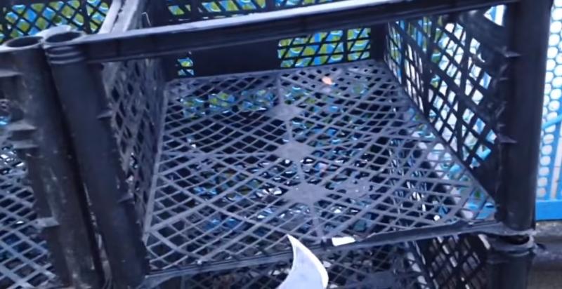 Как соорудить стеллаж из ненужных ящиков