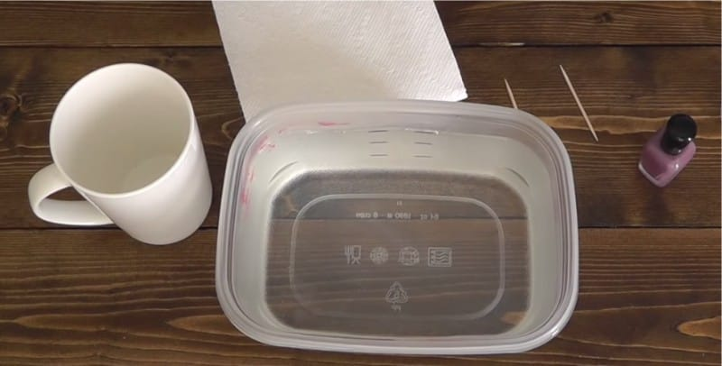 Простые способы украсить посуду при помощи лака для ногтей и акриловой краски