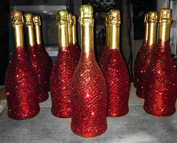 Красим бутылки шампанского к празднику