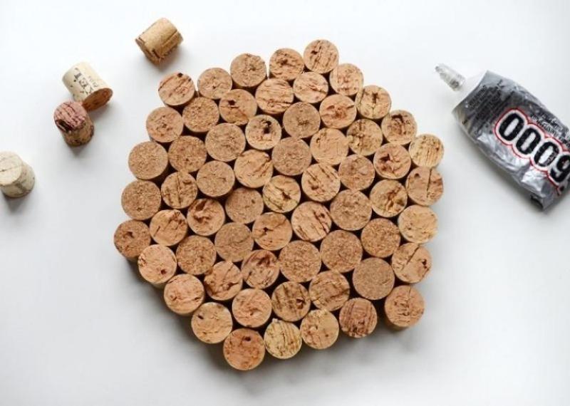 Подставка под горячее из винных пробок