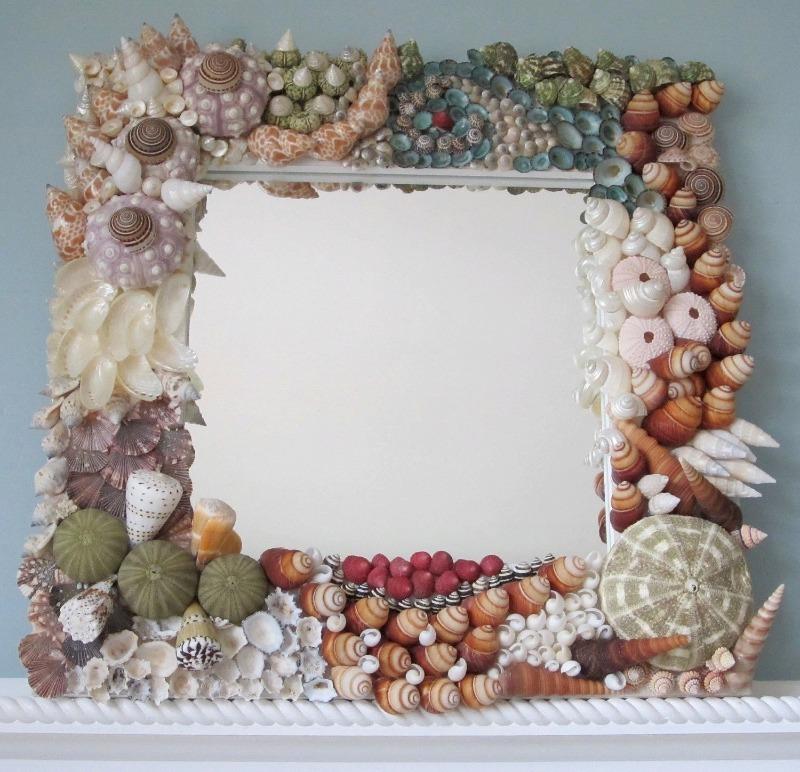 Декор рамы зеркала ракушками