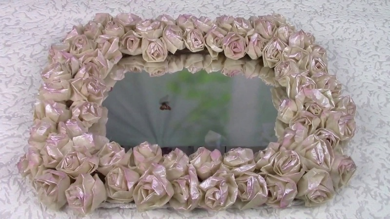 Декор рамы зеркала розами