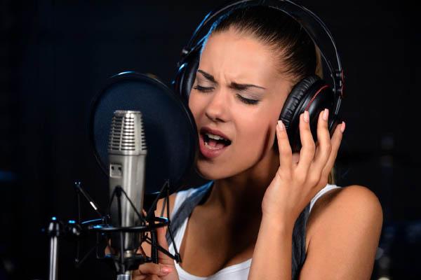 Звукозапись песни в студии